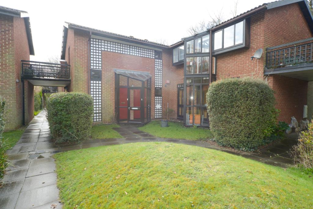 1 Bedroom Property For Sale In Spinney Gardens Crystal