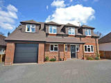 4 bedroom Detached House in Thakeham