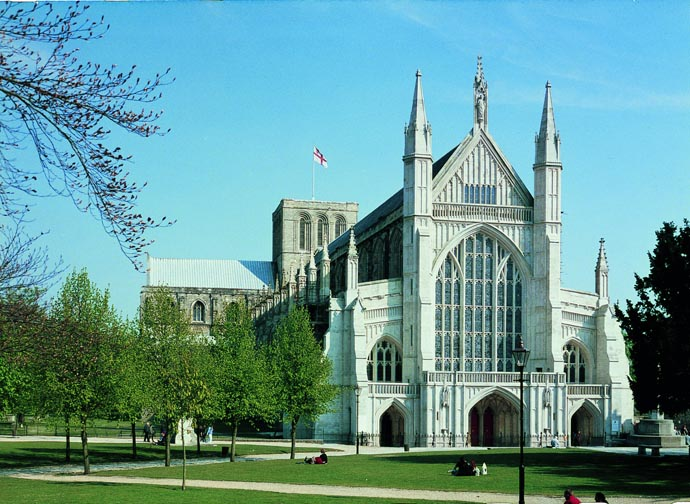 1379585310_CH25_WinchesterCathedral_copyrightJohnCrook