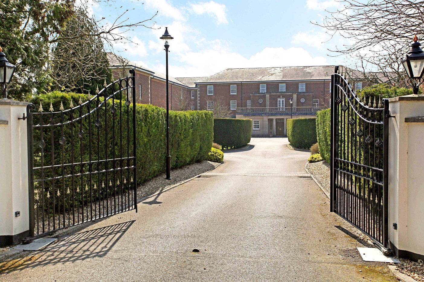 9 Throgmorton gates resized