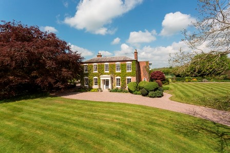 Country home for sale near Uttoxeter