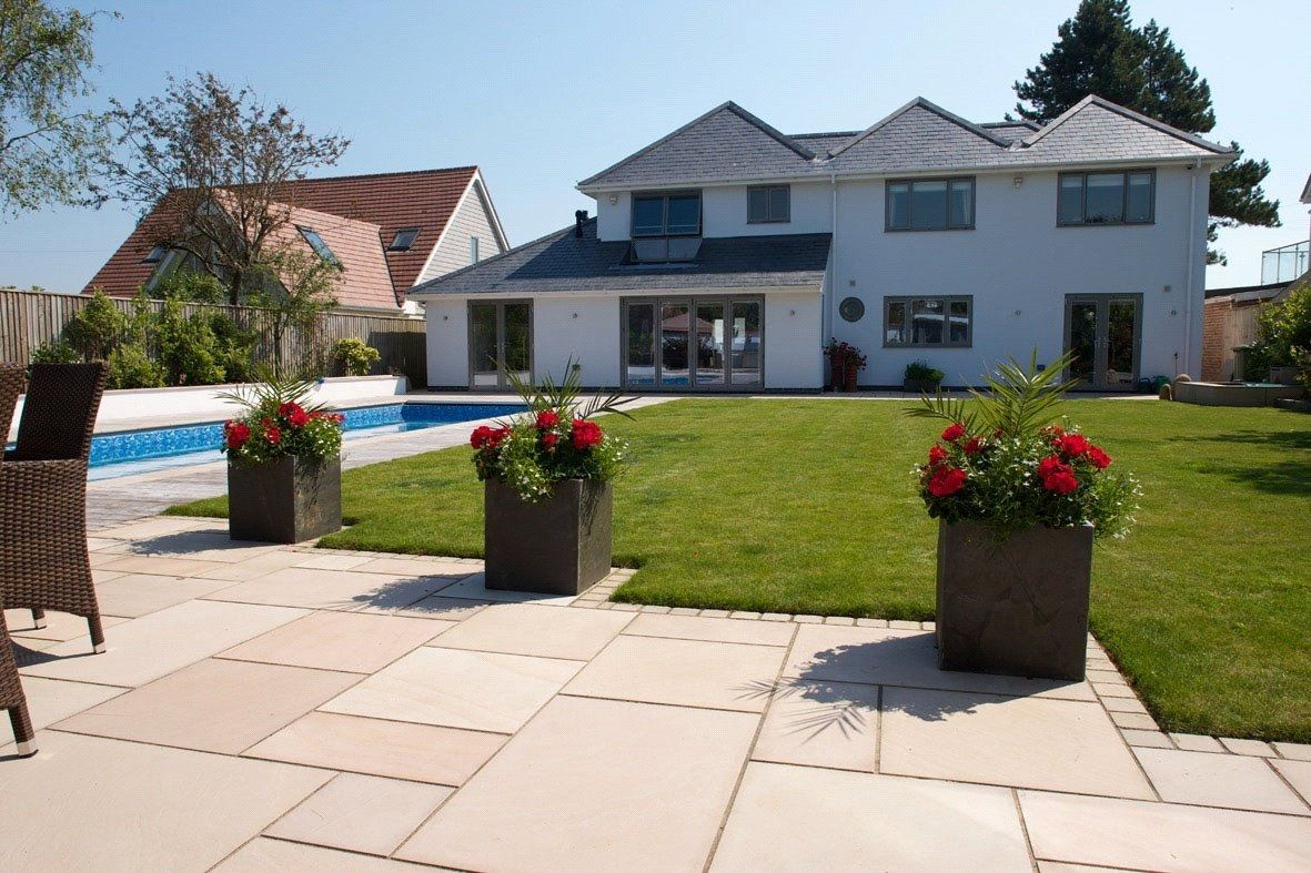 Magnificent home on Wharncliffe road, Highcliffe