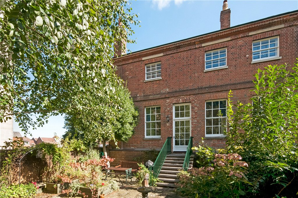 Grade II listed townhouse close to Winchester city centre