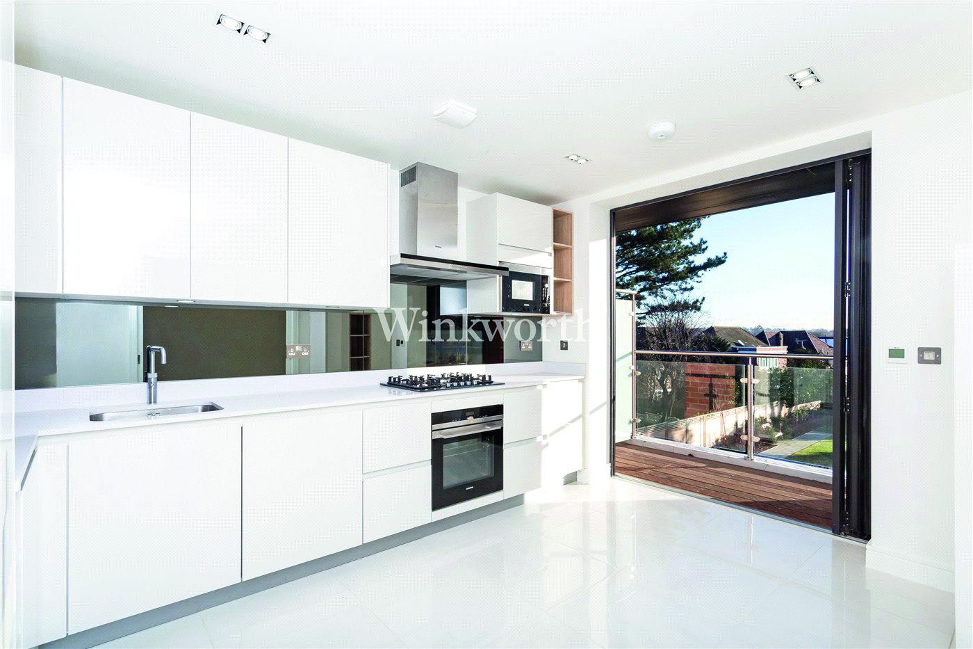 2 bedroom apartment in Tenterden Grove, London NW4
